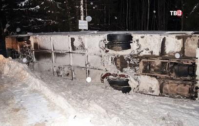 В результате ДТП с туристическим автобусом в Коми пострадали 12 человек