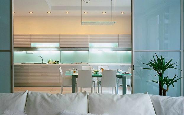 Кухня в цветах: желтый, бирюзовый, серый, светло-серый, сине-зеленый. Кухня в стилях: хай-тек.
