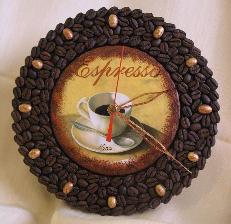Поделки из кофейных зёрен часы