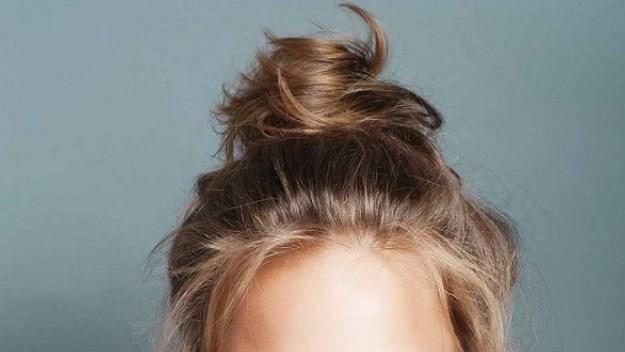 Попробуйте спать с пучком волос на голове