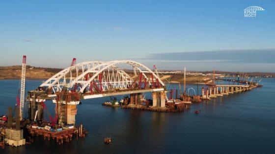 По Крымскому мосту доставили на полуостров Деда Мороза