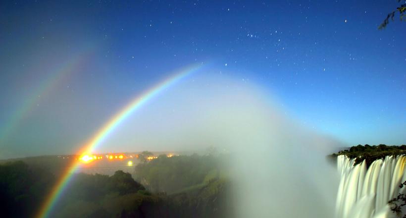 Потрясающе красивые фото ночной радуги со всех уголков планеты: как такое возможно