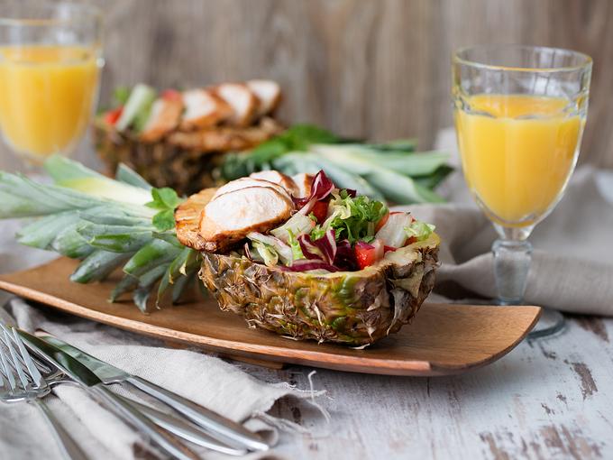 Как красиво нарезать ананас: мастер-класс (видео) - Smak.ua