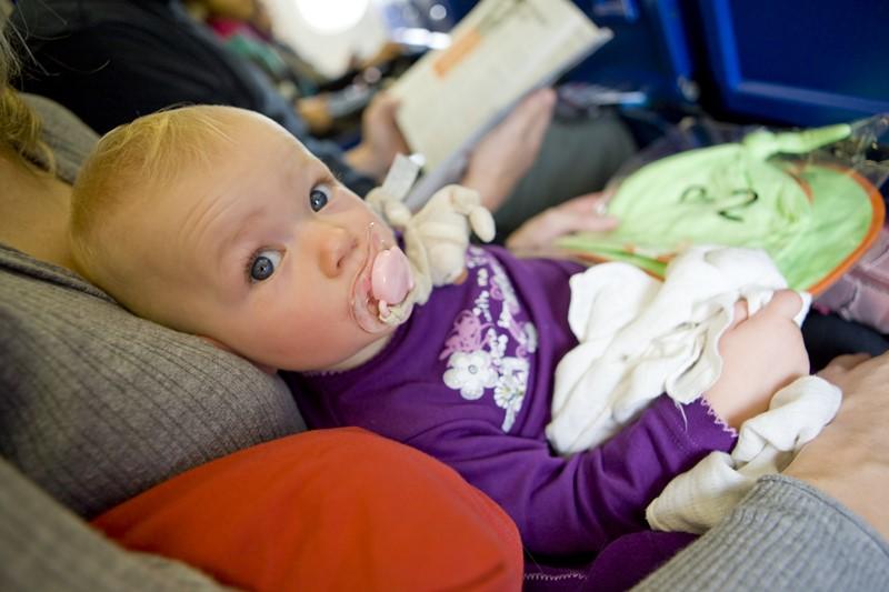 Как подготовиться к путешествию с ребенком в самолете