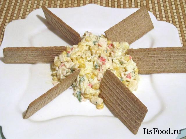 Салат крабовый с чипсами
