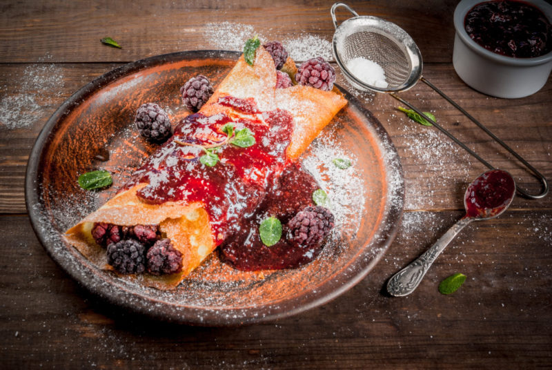 Изображение рецепта Блины с соусом из ежевики