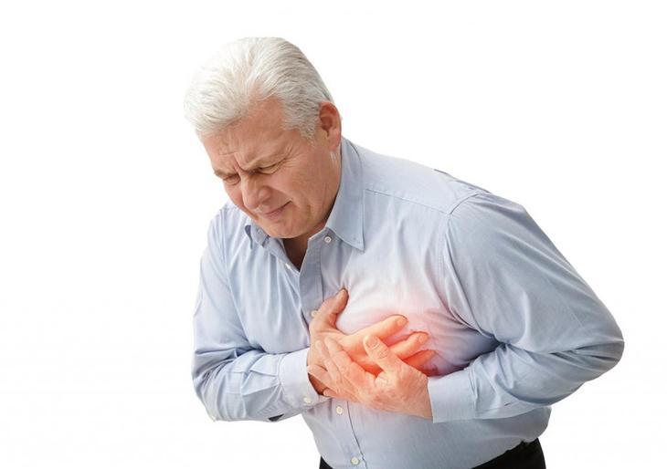 болит сердце немеет левая рука что делать