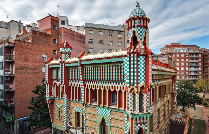 Туристам на заметку: первый дом, построенный Антонио Гауди, открыт для посещения
