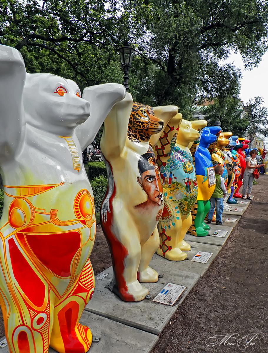 Захват медведями Александровского сада или искусство толерантности.