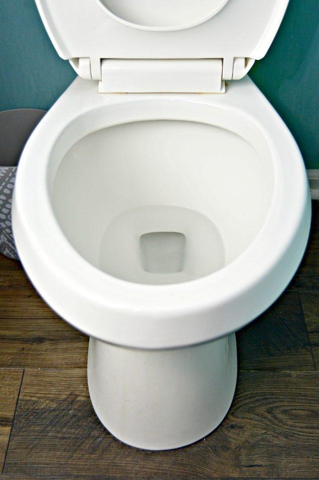 Как очистить унитаз от отложений жесткой воды