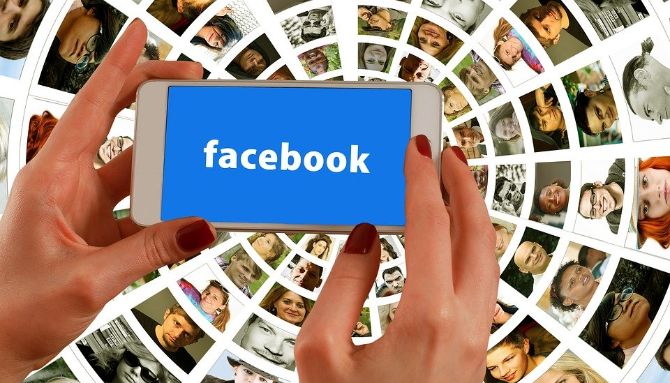 Политическая цензура в «Фейсбук»: соцсеть массово блокирует страницы американцев