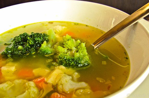 Почему полезно есть суп на завтрак?