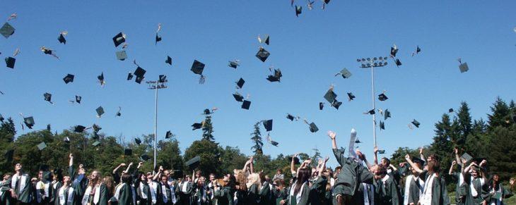 Российским выпускникам могут дать год на выбор профессии