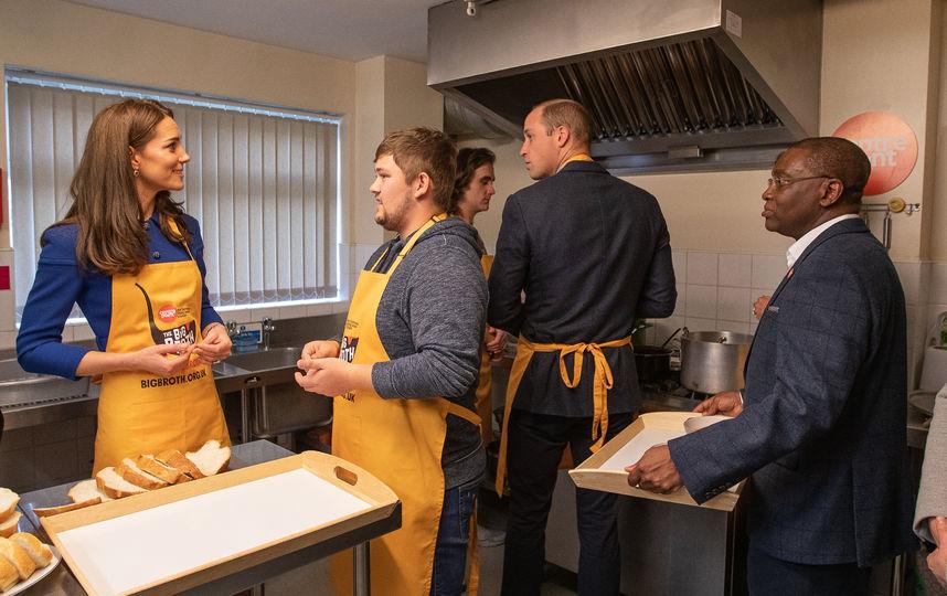 Кейт Миддлтон и принц Уильям в жёлтых фартуках оказались на кухне: фото и видео