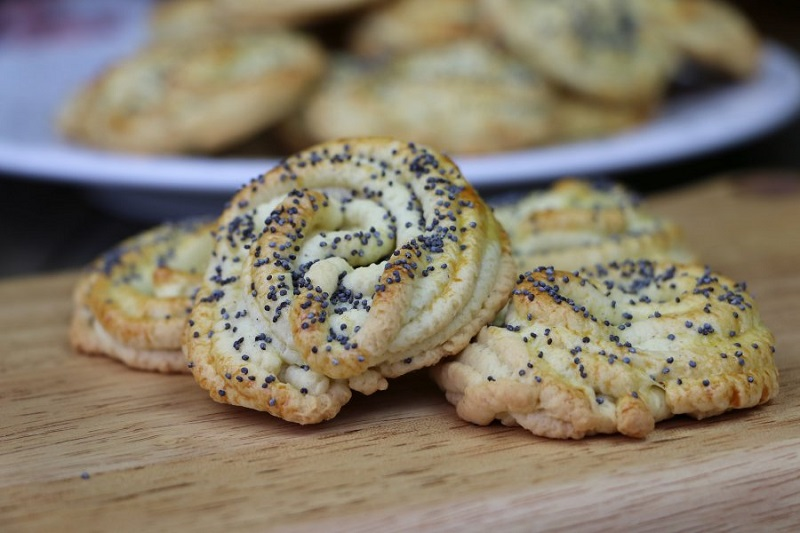 Печенье «Маковые розочки»: пропускаем тесто через мясорубку