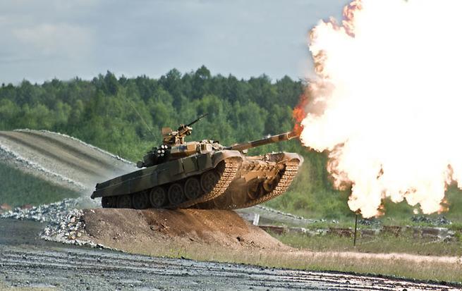 Им такое и не снилось: западные СМИ пишут о «танковом биатлоне» в России
