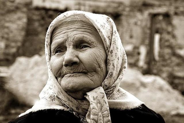 Бабушка… Все в доме, не исключая и Борьки, смотрели на бабку как на совершенно лишнего человека