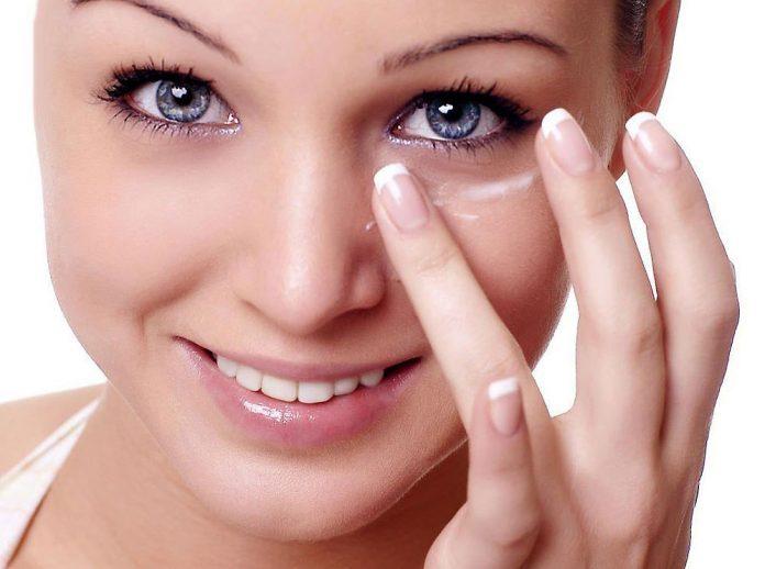 Маски, которые сделают кожу вокруг век более упругой