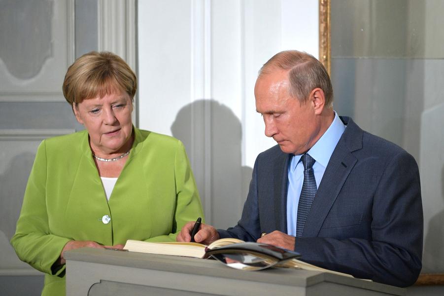 Путин в Берлине  сверил часы с Меркель. Когда старт?