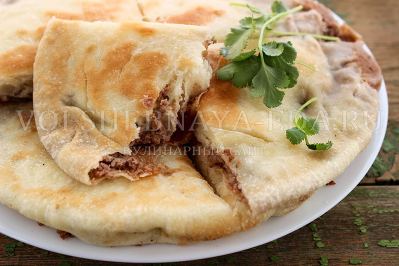Лобиани с фасолью по-грузински