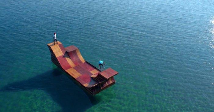 Необычные плавающие объекты