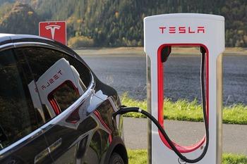 Опубликованы официальные фото электромобиля Tesla Model 3