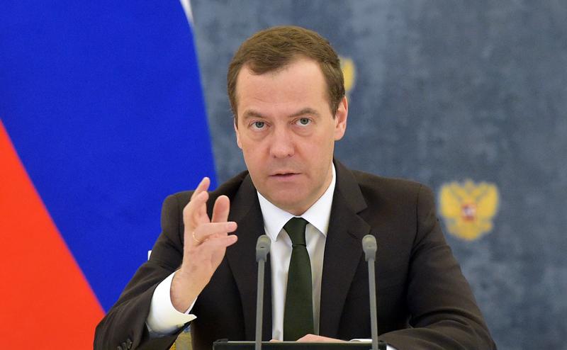 """Правительству """"троечников"""" Медведев дал срок до 1 июля"""