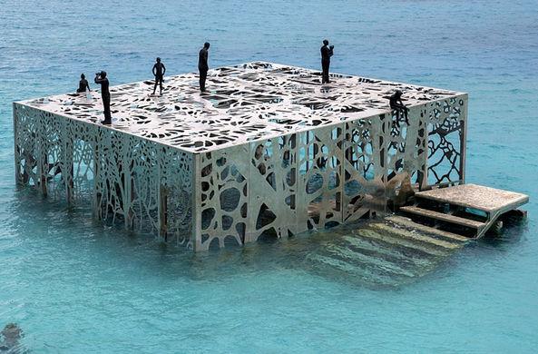 На Мальдивах открыли подводную галерею, которая сохранит коралловый риф