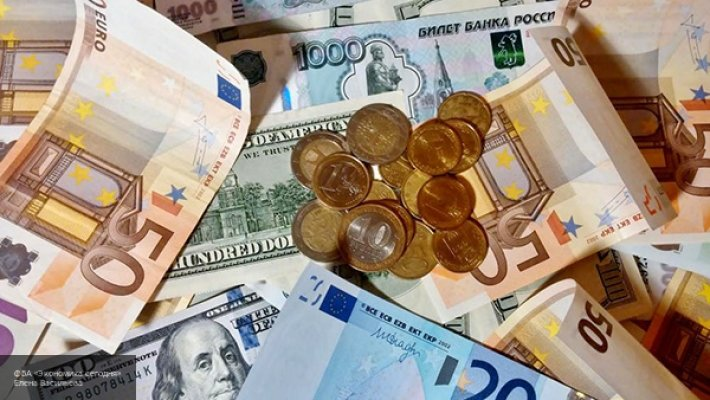 Золотой рубль, демпинговый юань: для доллара США наступают трудные времена