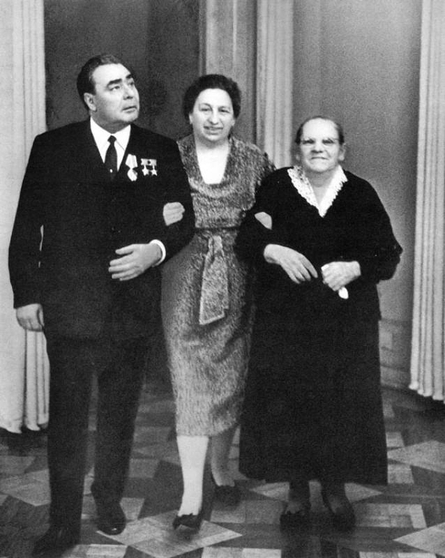 35 лет назад ушёл из жизни дорогой Леонид Ильич. Краткая биография в фотографиях