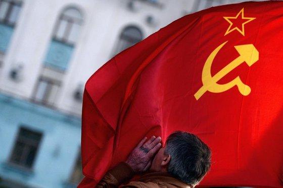 """Россияне хотят в """"ласковый и могучий"""" СССР"""