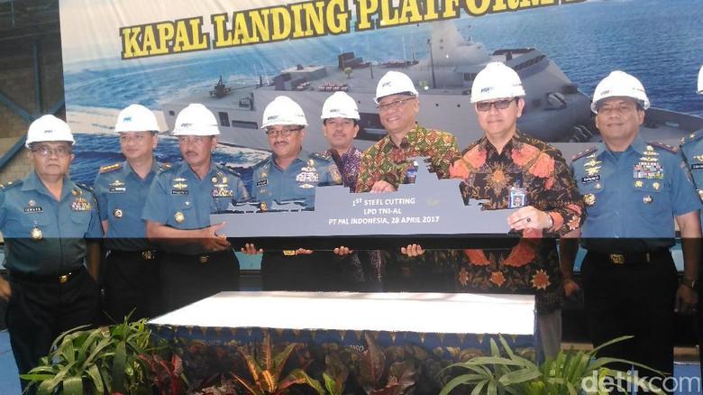 Начата постройка шестого десантного вертолетного корабля-дока для ВМС Индонезии