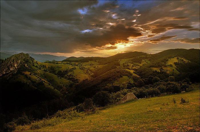 Закат в долине. Автор: Cornel Pufan.