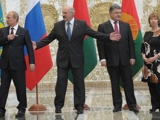 В Киеве вновь жгут российские флаги