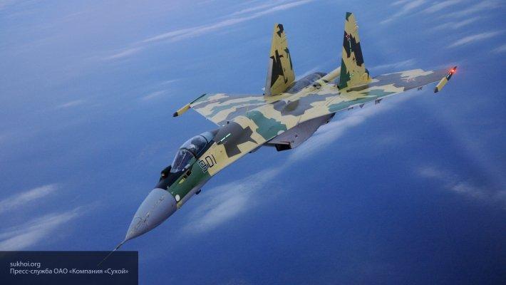 Эксперт о возможном бое Су-35 с F-22: стоит только зайти к Раптору в заднюю полусферу