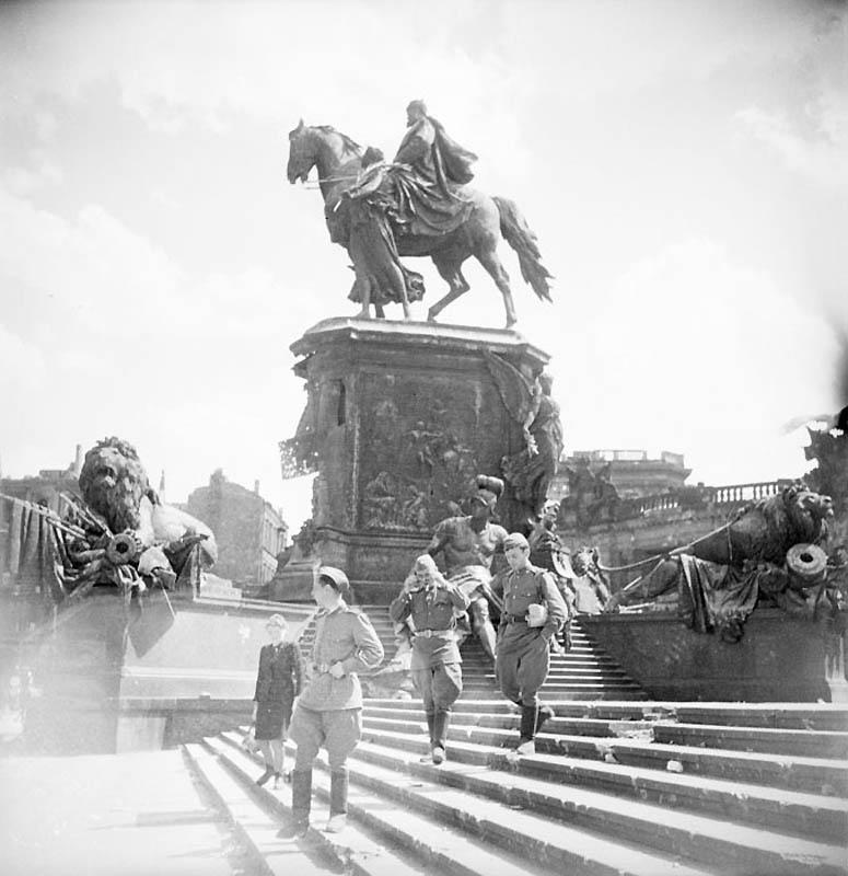 БЕРЛИН 1945 ГОД.ВОЙНА ПОЗАДИ...ВПЕРЕДИ МИР?