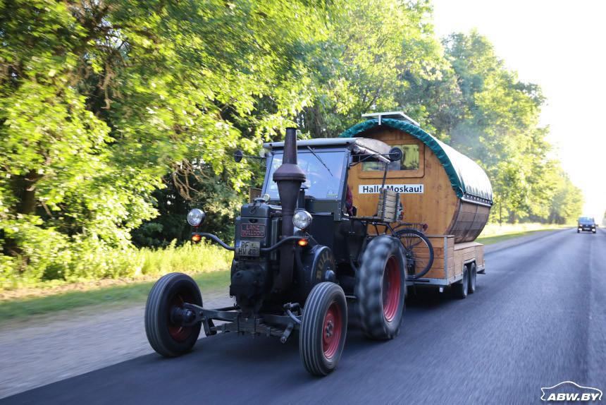 Немец едет на ЧМ-2018 на тракторе 1936 года (с «пивной бочкой»)