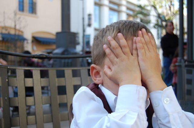Жертвами буллинга чаще всего становятся чувствительные и ранимые дети.