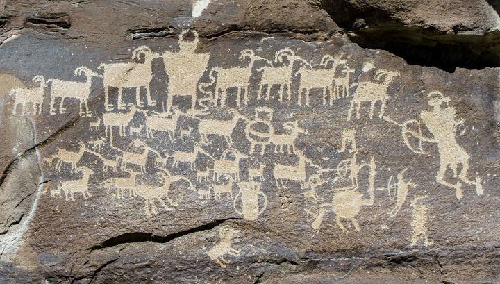 В Сибири найдены неизвестные наскальные изображения мифических чудовищ