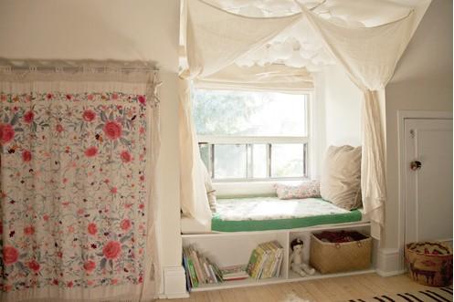 Уютный уголок у окна 6