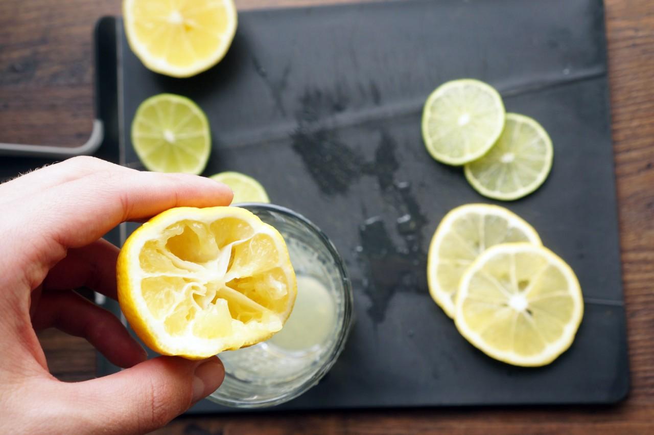 Лимонный сок с солью избавляет даже от мигрени. Подходит ли он вам?