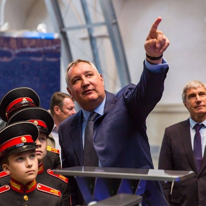 Рогозин пообещал комбайнерам безработицу из-за уральской техники.