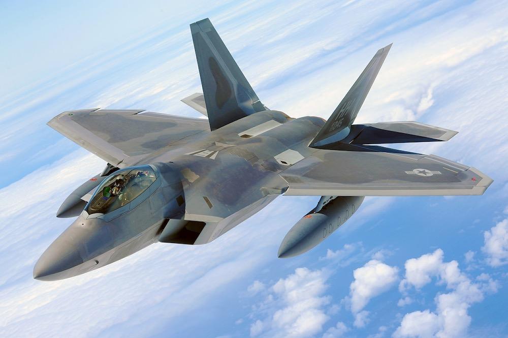 В США объяснили, почему F-22 обречен на позор в схватке с российским Су-35