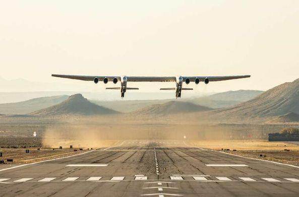 Самый большой в мире самолет совершил первый полет