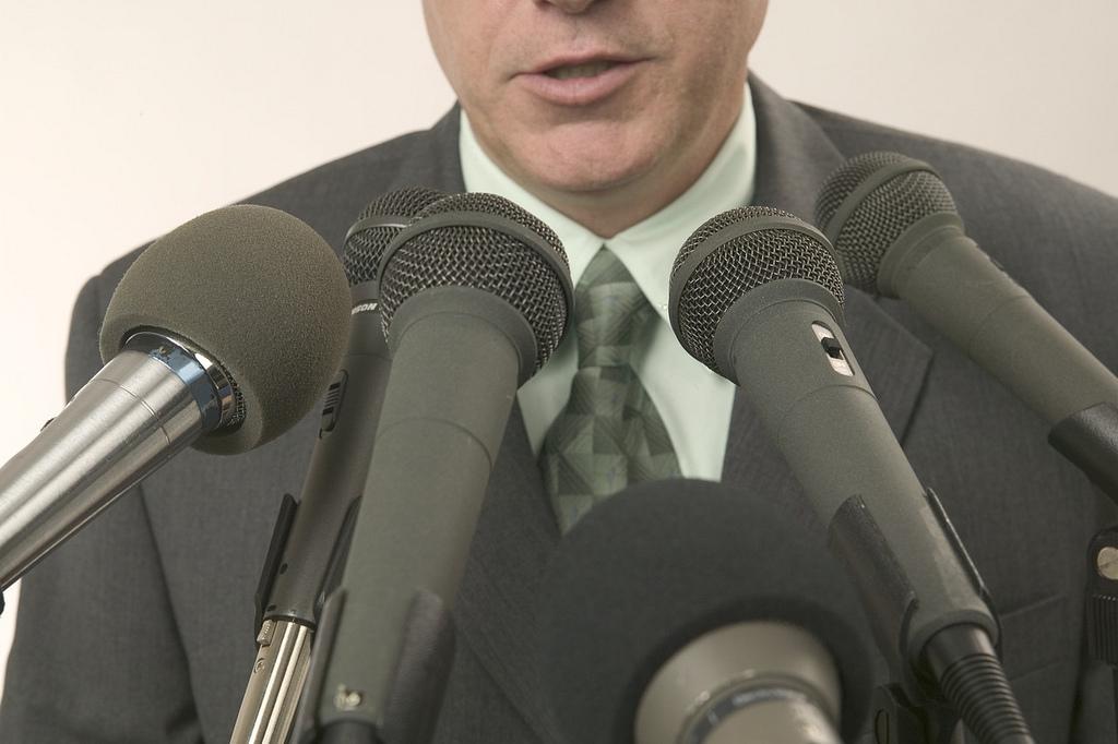 Пушков высмеял антироссийскую истерию в СМИ США