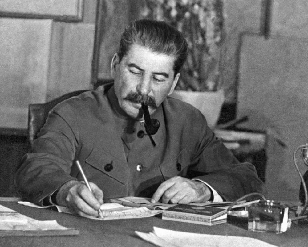 Сталинским курсом.