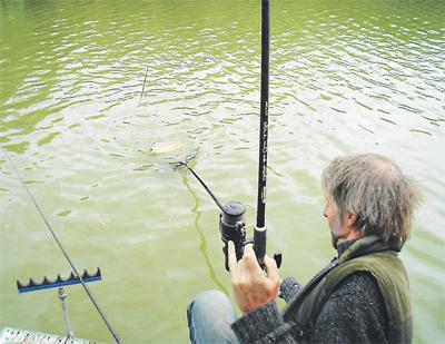 весенняя рыбалка на пруду на карася видео