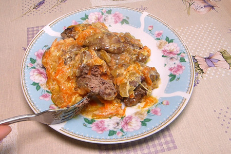 Фото к рецепту: Запеченная куриная печень под сметаной