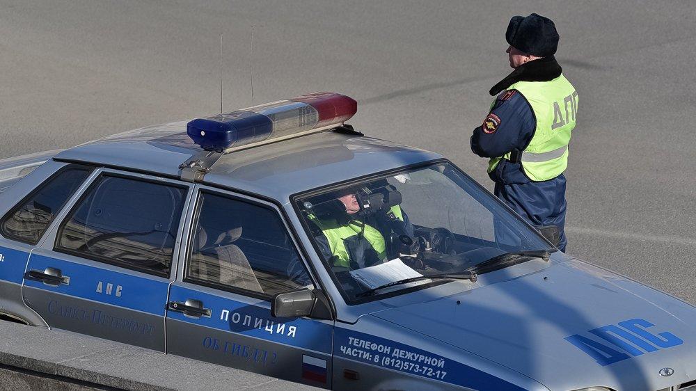 Во Владивостоке в результате серьёзного ДТП перевернулся автомобиль