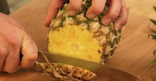 Узнайте, что произойдет с вашей грудью, если вы будете есть ананасы каждый день!
